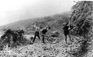 workers on great ocean road